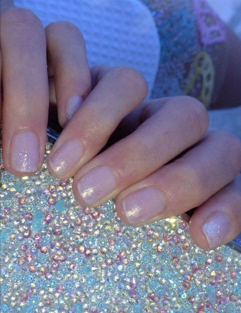 Winter wedding manicure